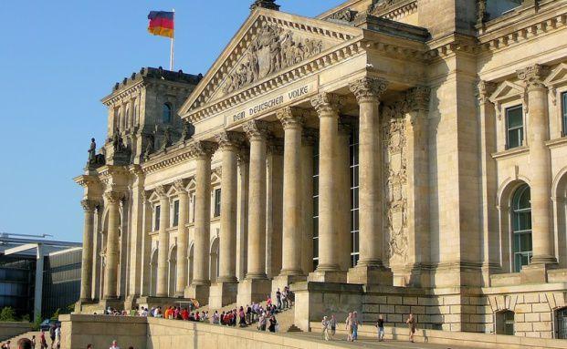Der Reichstag. Deutschland z&auml;hlt zu den <br> 18 besten Schuldner-Staaten der Welt. <br> Quelle: Fotolia