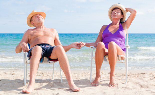 Entspannt in Rente: Die meisten Menschen kaufen<br>dazu Produkte der Versicherer. Foto: Fotolia