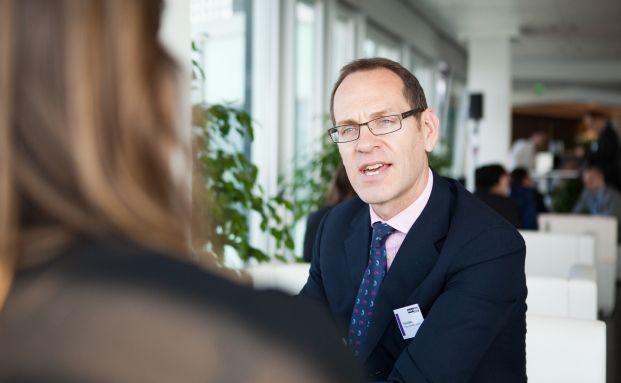 Richard Batty ist Fondsmanager im Multi-Asset-Team von Invesco. Gemeinsam mit David Millar und Dave Jubb managt er den Invesco Global Targeted Returns Fund. (Foto: Chr. Scholtysik/P. Hipp)