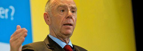 Namensgeber der Riester-Rente: Der damalige<br>Arbeitsminister Walter Riester (Foto: Postbank)