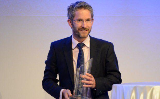 Chris Bullock nahm den Award für die Kategorie Unternehmensanleihen entgegen