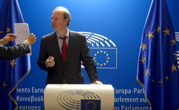 Stimme der Vernunft aus dem EU-Parlament: Martin Sonneborn