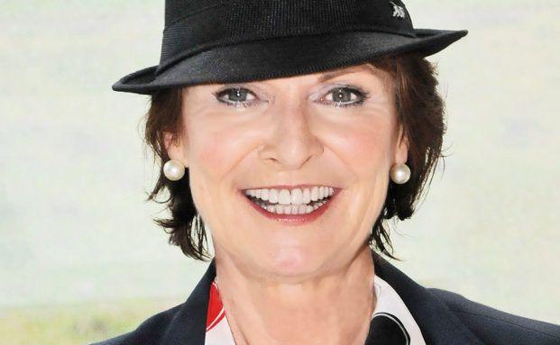 """Anne M. Schüller, Keynote-Speaker, mehrfach preisgekrönte Bestsellerautorin und Businesscoach: """"Offene Formulierungen bei Empfehlungsfragen aktivieren den Denkapparat""""."""