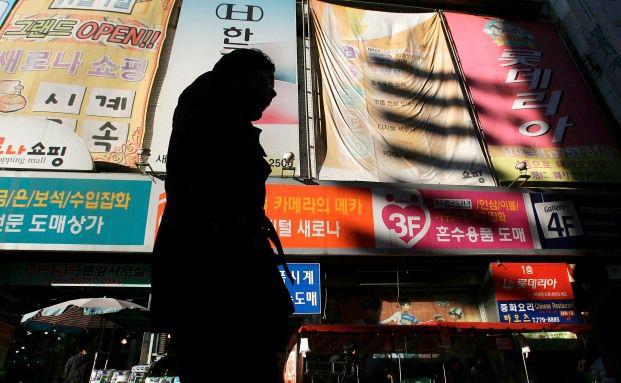 Eink&auml;ufer in der Namdaemun Einkaufsgegend von<br>Seoul, Korea (Foto: Getty Images)