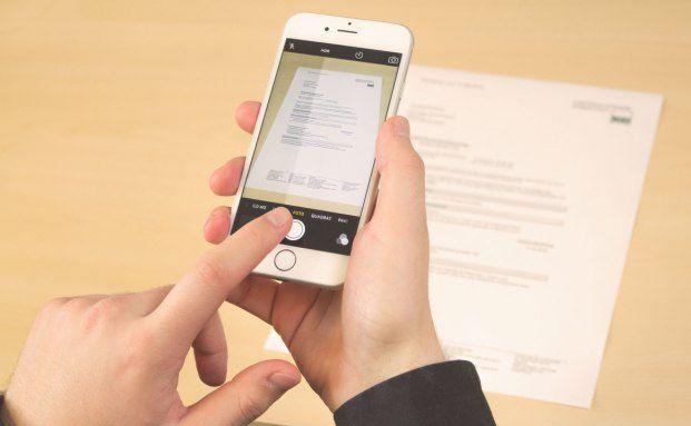 Screenshot der Ansprechpartner-Seite von Simplr: Mit dieser und anderen Apps wollen Maklerpools Fintechs Konkurrenz machen. Foto: Blaudirekt