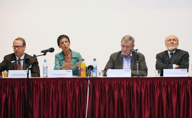 Gern gesehener Gast auf Podiumsdiskussionen: Max Otte 2010 in Frankfurt mit Sahra Wagenknecht (Die Linke), dem Publizisten Lucas Zeise und Ifo-Chef Hans-Werner Sinn (von links)