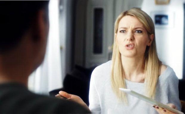 Wer kennt sie nicht? Komikerin Martina Hill in einem Werbespot der Sparkasse. Wieviel Finanzdienstleister für Werbung ausgeben, sehen Sie in userer Grafik des Tages. Bild: Screenshot Youtube