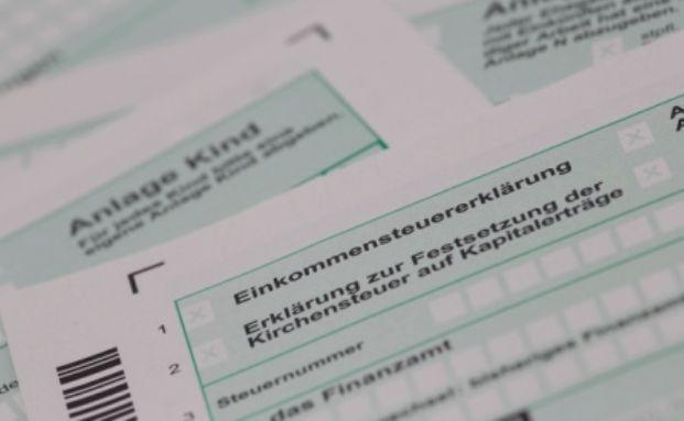 Steuererkl&auml;rung: Die Erstattung der zuviel gezahlten Abgeltungssteuer beantragen Bausparer mit der Anlage KAP. Foto: Tim Reckmann / <a href='http://www.pixelio.de' target='_blank'>pixelio.de</a>