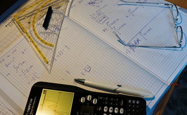Nachgerechnet: Das Langlebigkeitsrisiko müsste gar nicht abgesichert werden, meint Mathematiker Philipp Schade. Allerdings schreiben die Gesetze etwas anderes vor. Foto: Jörg Trampert/Pixelio.de