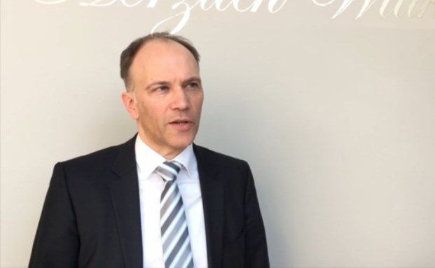 Alexander Tavernaro, Spezialist für quantitative Strategien bei Invesco Asset Management. Video-Screenshot. Das Video zum Anklicken steht unten