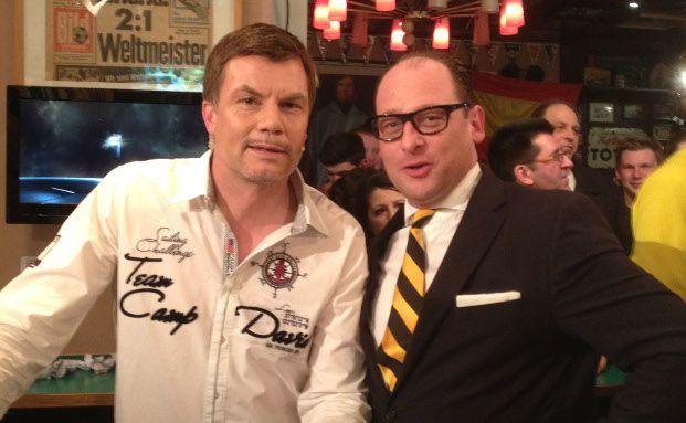 Zu Gast an der 11-Freunde-Bar: Sascha Steinmeier (rechts) trifft Thomas Helmer am 9. April 2013
