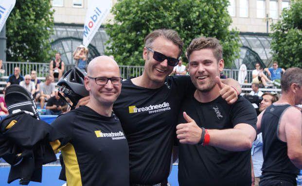 Das DAS-INVESTMENT-Team nach dem Zieleinlauf beim Hamburg Triathlon (v.r.n.l.): Ansgar Neisius, Torge Janßen und Andreas Harms (Foto: DAS INVESTMENT.com)