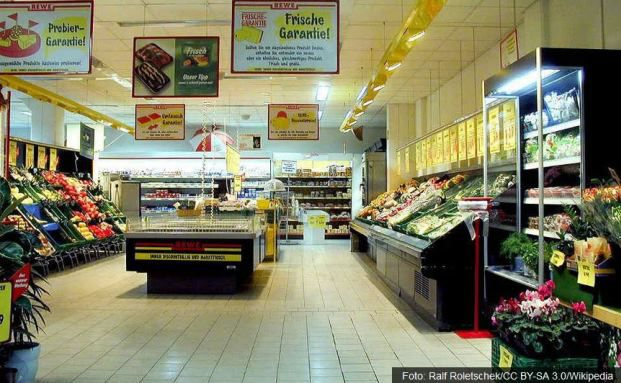 Den Lebensmitteleinzelhandel bewertet Savills online-resistenter als andere Branchen, immun ist er aber nicht.