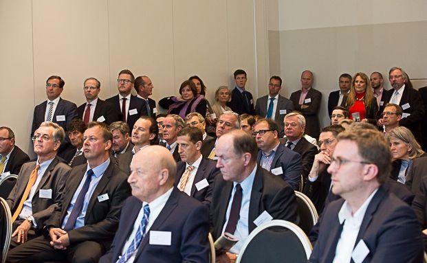 Der Vortrag von Tobias Spies war gut besucht. Insgesamt kamen gut 500 Gäste zum 6. Vermögenstag der V-Bank. Foto: Anke Leuschke