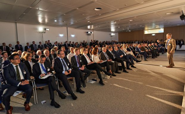 Kapitalmarktstratege Philipp Vorndran, Flossbach von Storch, hielt den Eröffnungsvortrag auf der funds excellence 2016. Foto: Uwe Nölke & Ricarda Piotrowski