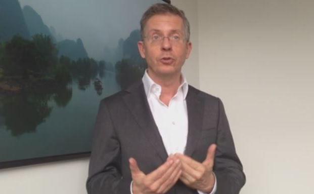 Leo Willert, Gründer und Fondsmanager von Arts Asset Management, erklärt die Vorteile einer Trendfolgestrategie. Video-Screenshot. Das Video steht unten