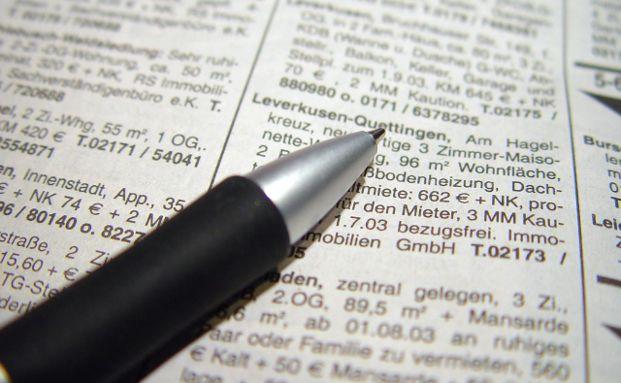 Wohnungsuchende erschrecken oft beim Lesen der Wohnungsinserate. Foto: Birgit Lieske / <a href='http://www.pixelio.de' target='_blank'>pixelio.de</a>