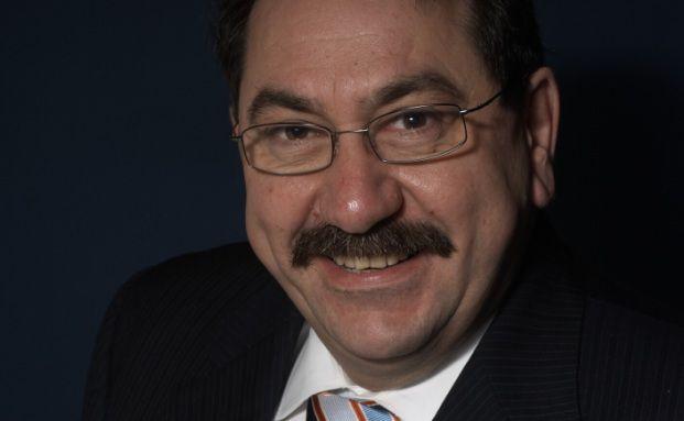 Paul Xiradis managt den Dexia Equities L Australia seit dessen Auflegung im Juni 1997. Er ist Vorsitzender der australischen Aktienboutique Ausbil Dexia