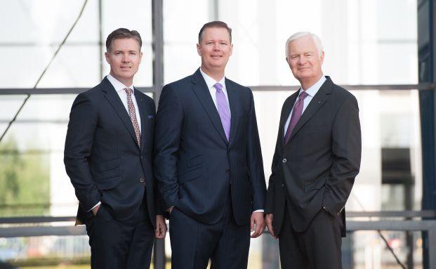 Stefan Bauer, Assessor jur. (links) mit Guido Bauer, Diplom-Kaufmann (mitte) und Unternehmensgründer Franz Heinrich Bauer