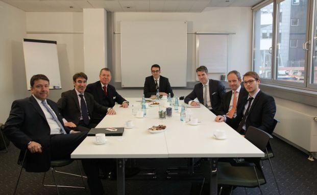 Klaus-Dieter Erdmann (MMD Multi Manager), Andreas Meißner (Andreas Meißner Vermögensmanagement), Ralf Borgsmüller (PSM Vermögensverwaltung), Markus Deselaers (DAS INVESTMENT), Christoph Benner (Chom Capital), Stefan Riße (HPM Hanseatische Portfoliomanagement), Nicolas Schmidlin (ProfitlichSchmidlin Rösrath) (v. l.) (Foto: Manfred Kötter)