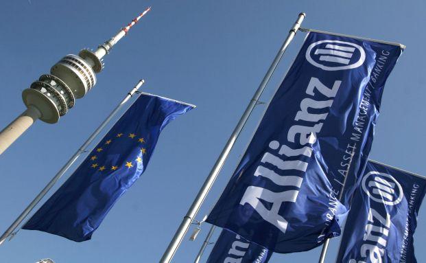 Fahnen vor der Stuttgarter Zentrale der Allianz Lebensversicherung. Die Allianz liegt unter den deutschen Lebensversicherern nach Höhe ihrer Bruttobeiträge auf Platz 1. Foto: Getty Images