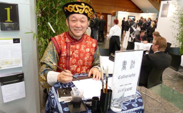 Chinesische Kaligrafie am Stand der Fondsgesellschaft <br> ACM Bernstein. Foto: Andreas Scholz