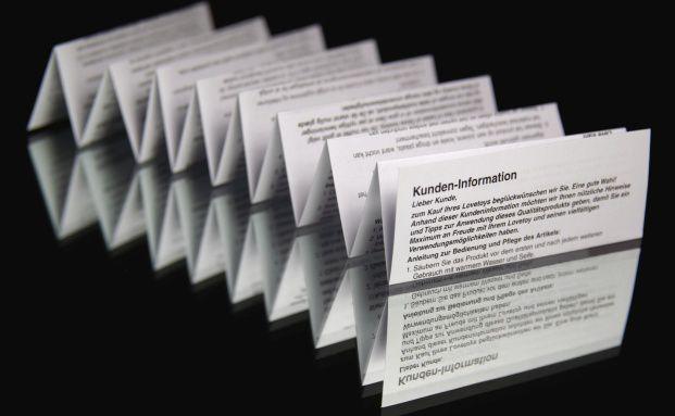 Beipackzettel f&uuml;r Zertifikate werden nicht so h&auml;ufig gefaltet wie ihre <br>Gegenparts aus der Apotheke, m&uuml;ssen aber auch &uuml;ber Risiken <br>und Nebenwirkungen aufkl&auml;ren. Quelle: Fotolia