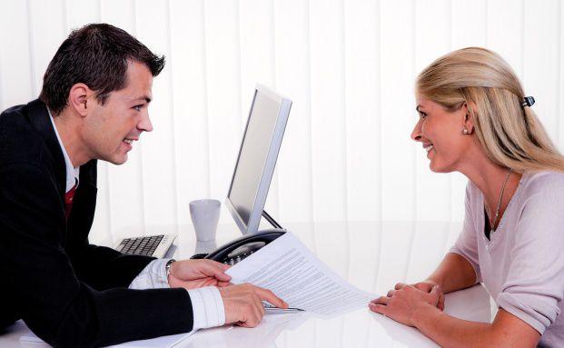 Ein direktes Gespräch bringt meist mehr als ein Chat bei Facebook. Quelle: Fotolia