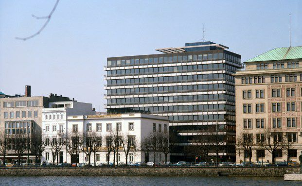 Berenberg-Bank an der Alster in Hamburg. Privatbanken gingen<br>als Gewinner aus der Krise. Quelle: Getty Images