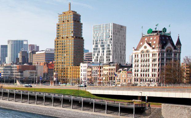 Rotterdam: Der Büroimmobilien-Kubus in der Bildmitte am aufstrebenden Standort Blaakhafen ist ein Fondsobjekt von Hannover Leasing