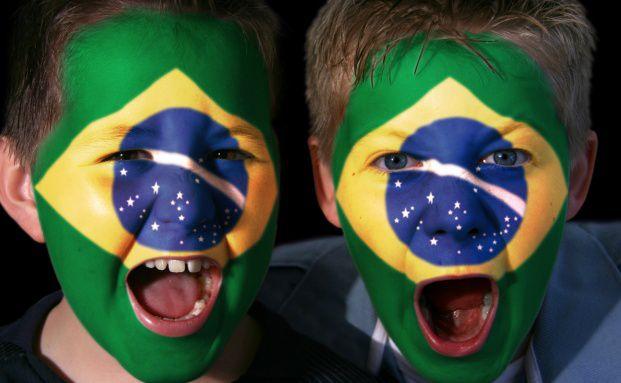 Kinder im WM-Fieber: Goldman-Sachs-Analysten räumen in ihrer Studie dem Gastgeber Brasilien die größten Chancen auf einen Sieg ein.  Foto: Fotolia