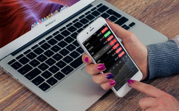 Der Aktienhandel ist mittlerweile zum Online-Geschäft geworden. Jetzt buhlen Online-Broker um die Gunst der Aktionäre  Foto: pixabay.com © FirmBee (CC0 Public Domain)