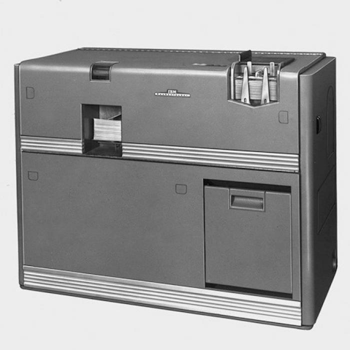 Wow! Der 602A beherrscht alle<br>vier Rechenarten und kann<br>Lochkarten lesen und bestanzen