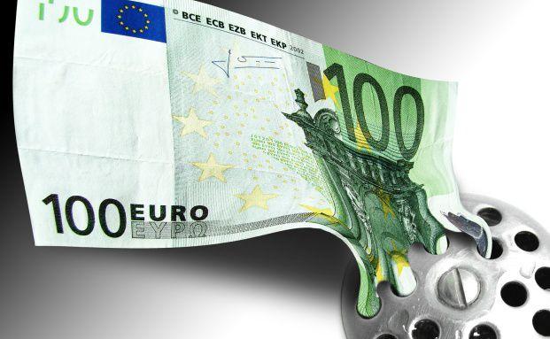 Garantiezinssenkung: Wer sich nicht schnell informiert, muss<br>gegebenenfalls auf mehrere tausend Euro verzichten.<br>Quelle: Getty Images