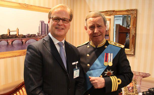 Prince Charles und Achim Küssner, Sprecher der Schroders Geschäftsführung