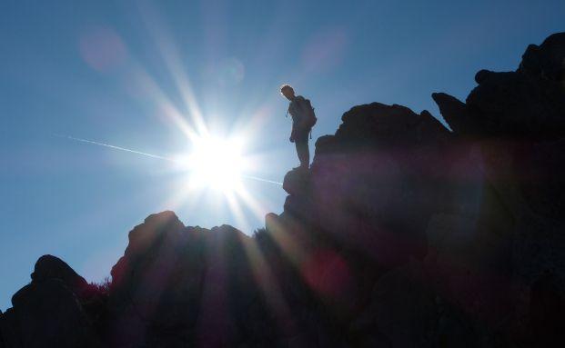 Gipfelstürmer: In der Vermögensverwaltungs-Branche ist der Abstand zwischen erfolgreichen und erfolglosen Unternehmen im vergangenen Jahr größer geworden. Quelle: Daniel Stricker / Pixelio.de
