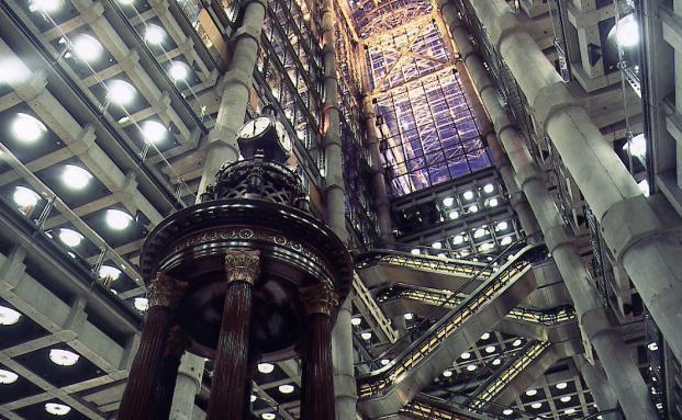Die Lutine-Bell im Lloyd's-Gebäude, London. Foto: Lloyd's