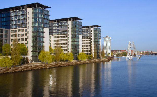 Platzierungszahlen im Plus: Geschlossene Immobilienfonds mit <br>Objekten im Inland liefen 2010 wieder besser. Quelle: Fotolia