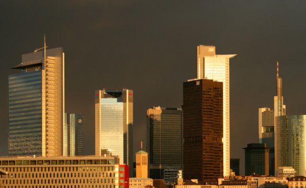 Das Frankfurter Bankenviertel. <br> Die Stimmung der deutschen Bank-Manager hat <br> ihren tiefsten Punkt seit 2002 erreicht. <br> Quelle: Fotolia
