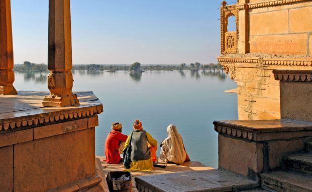 Ein See in der indischen Provinz Rajasthan. <br> Schwellenmarkt-Investitionen waren 2010 bei den <br> Reichen und Superreichen beliebt. Quelle: Fotolia