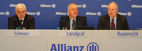 Die Jahrespressekonferenz der Allianz Deutschland AG: <br>(v.li.) Rainer Schwarz, Finanzvorstand, Lothar Landgraf, <br>Leiter Unternehmenskommunikation, Gerhard <br>Rupprecht, Vorstandsvorsitzender