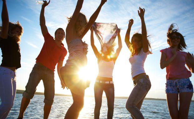 Nicht nur feiern, auch an morgen denken: Altersvorsorge <br>ist durchaus ein Thema für die 14- bis 29-Jährigen. <br>Quelle: Fotolia