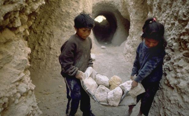 Unternehmen, die Kinderarbeit praktizieren, kommen nicht <br> ins Portfolio.  Quelle: Ausw&auml;rtiges Amt