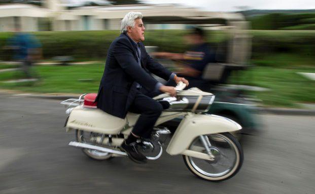 """US-Late-Night-Talker und Oldtimer-Sammler Jay Leno, 64, auf einer DKW-""""Blechbanane"""" von 1964. Im Markt der Minizinsen gilt es, bei der Altersvorsorge Gas zu geben (Foto: Bloomberg)"""