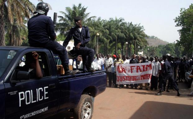 Demonstration gegen steigende Lebensmittelpreise in Malis <br> Hauptstadt Bamako im April 2008. Quelle: AFP
