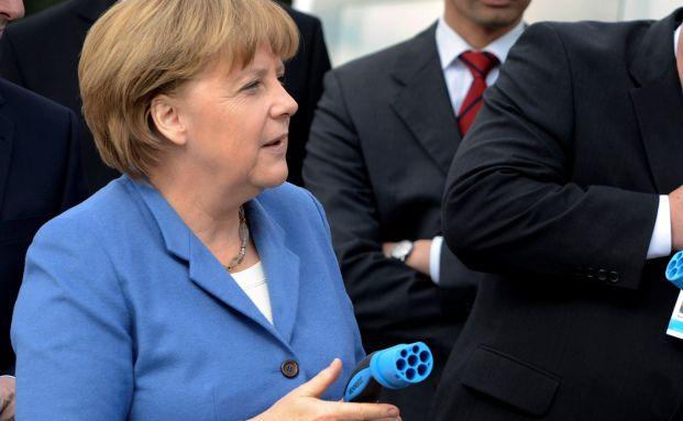 Angela Merkel packt mit an: Neue Stromleitungen für Deutschland. Quelle: Getty Images