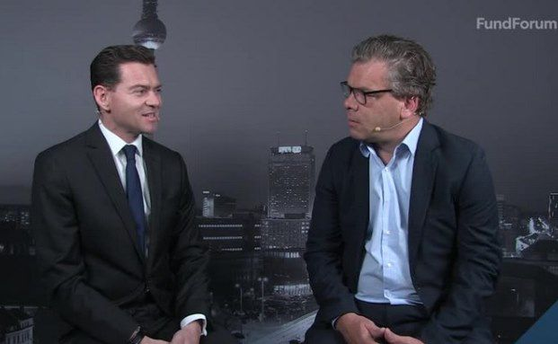 Malte Dreher, Chefredakteur Private Banking Magazin mit Christian Staub (links), D-A-CH-Länderchef bei Blackrock. Bild: Video-Screenshot