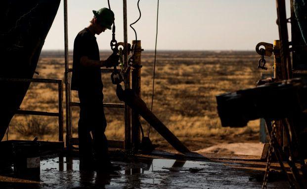 Fracking-Förderstelle in der Nähe der texanischen Stadt Midland: Bleibt der Ölpreis auf dem derzeitigen niedrigen Niveau, dürften sich einige Förderprojekte bald nicht mehr rechnen. Foto: Bloomberg