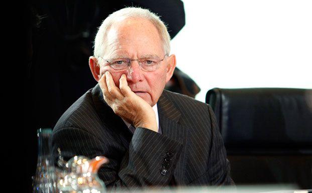 Bundesfinanzminister Wolfgang Schäuble (CDU) kann derzeit Bundesanleihen zu sehr günstigen Zinsen ausgeben. Den Versicherungen schadet das, gehören sie doch zu den größten Finanzierern des Staates.