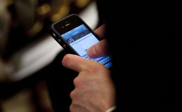 Smartphones ziehen gegenüber einer betrieblichen Krankenversicherung den Kürzeren. Foto: Getty Images